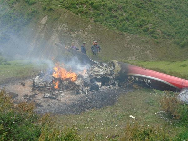 सिम्रिक एयरको हेलिकप्टर आगो लागेर यसरी ध्वस्त भयो (फोटोसहित)