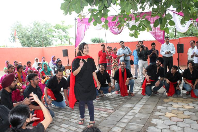 ISB takes up a #SocialCause to mentor Rajjipur, Panchkula to improve education & healthcare http://t.co/NsVJmO2aA7 http://t.co/Zc6sdGZDfR