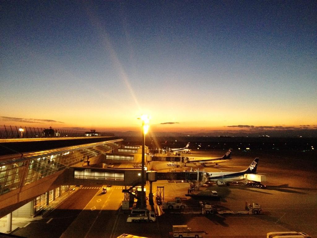 【 空港夕景☆ 】~中部国際空港~たまには飛行機で行ってみませんか♪⇒ana.ms/1LpabaK pic.twitter.com/2GFy6ozflj