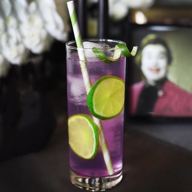 Foto: Buzzfeed // joker - schurk - halloween - recept - cocktail