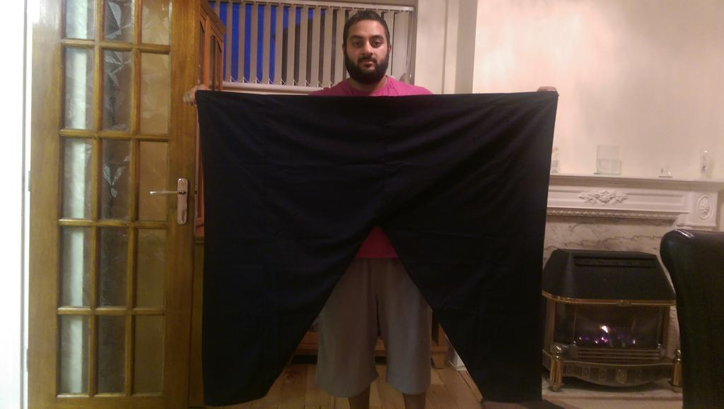 @iamhamdi1 I tried to wear 1 for Tarawih Bro but I jusy couldn't get it to fit? http://t.co/VvpvkryPgi