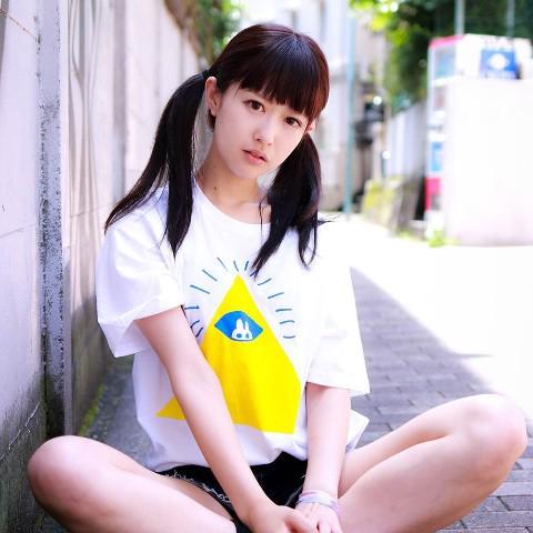 【イソ(べ)マスヲ】 人気のイラスト缶バッジがオンライン店にも入荷しましたよ~!!!! 全種類欲しくなるかわいさです♡限定Tシャツも販売中です!!