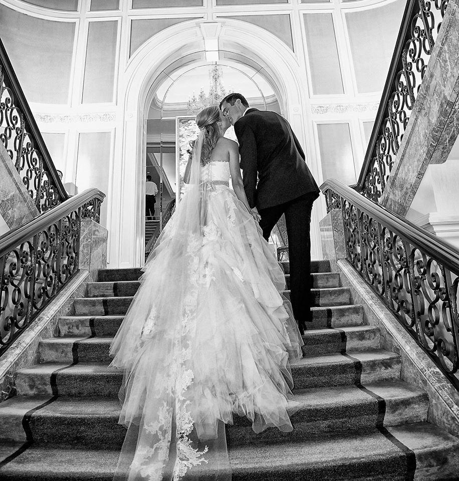 What a view of this @VeraWangGang dress. #InsideWeddings (Photo: @kingensmith) http://t.co/xV2nWTD1Jm