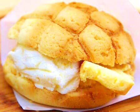 世界で2番めにおいしい焼きたてメロンパンアイス♡絶対美味しいでしょ!食べたい♡♡ pic.twitter.com/8fTwzm836V