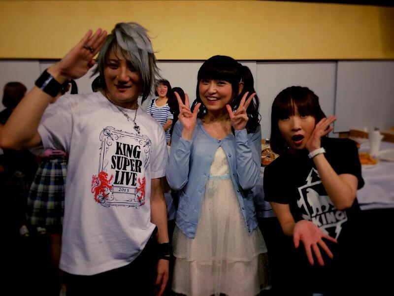 田村ゆかりちゃんと☆僕のピアノのお師匠様が、ゆかりんの大ファンで自慢する為の写真。(´・_・`)歳下ですが先輩、、、いろいろスミマセンでした、、、m(_ _)mあとキンスパゲームに負けたのは奈々ちゃんのせいです、、、 pic.twitter.com/etvb96giYs