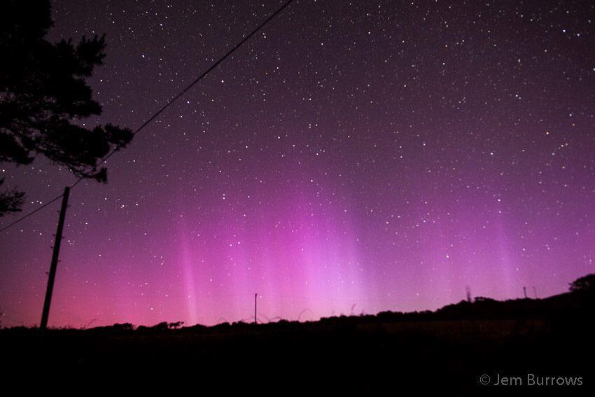 So lucky to see the Aurora here last night in Cornwall from our BBQ Hut watching this spectacular sky #northernlights http://t.co/i6sCExVam9