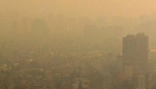"Emergencia ambiental: la ""nube"" de contaminación que ahoga a Chile http://t.co/f2ukOUZn2e http://t.co/ysJ3Mdhotn"