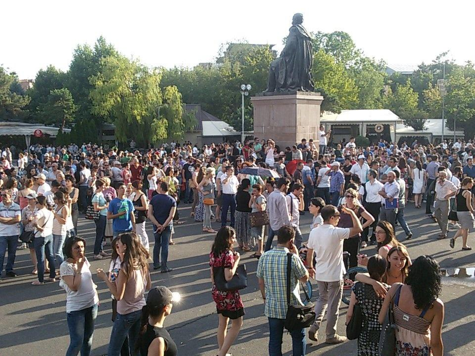 В Ереване возобновились протестные акции. Прямая трансляция