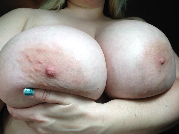 #TittyTuesday #HUGETITS #BigNaturals #BigTits #bbw http://t.co/WX2LqqmDth