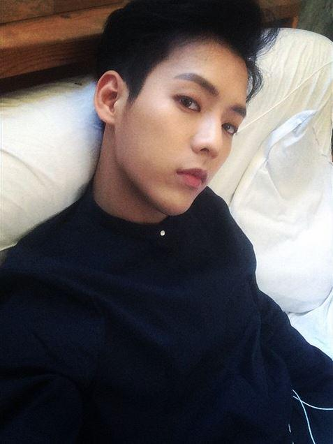 "비투비♡멜로디 on Twitter: ""[Tenasia] BTOB Lee Minhyuk, bed selca ..."
