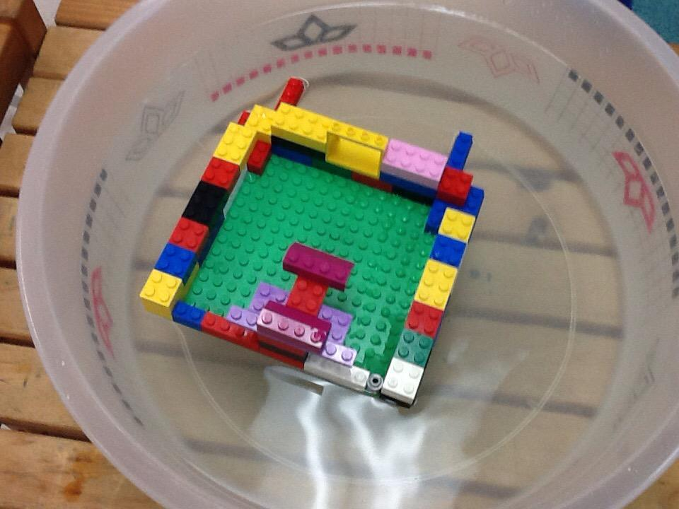 I think it float cause the side and back and front are even by Riley #legochallenge2 http://t.co/W68DxDKd9G