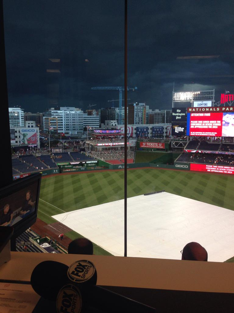 Scary looking sky here at #Nationals Park. #Braves #raindelay http://t.co/hZPEz6dHt5