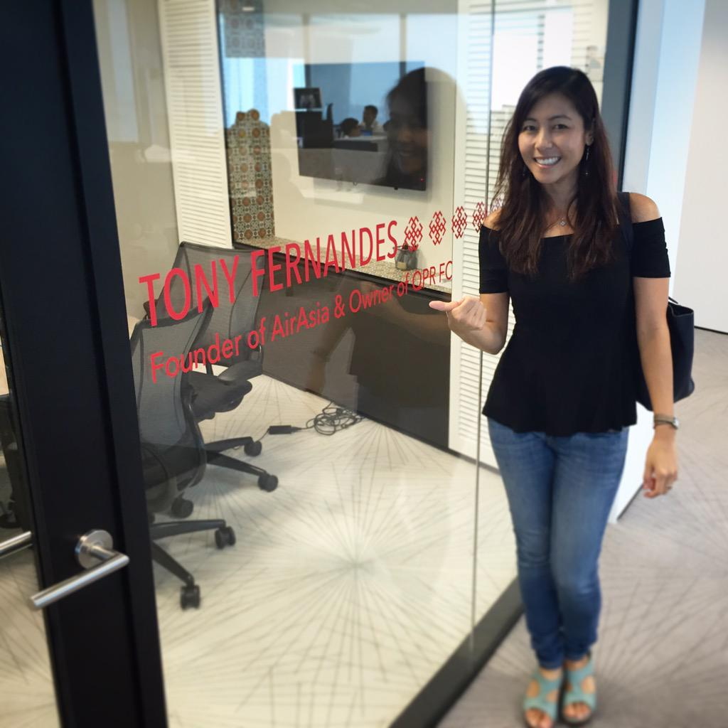 Hi fellow Influencer, @tonyfernandes! Did you know that a room at the LinkedIn APAC HQ is named after you? #MaGIC http://t.co/CUpieMWUoj