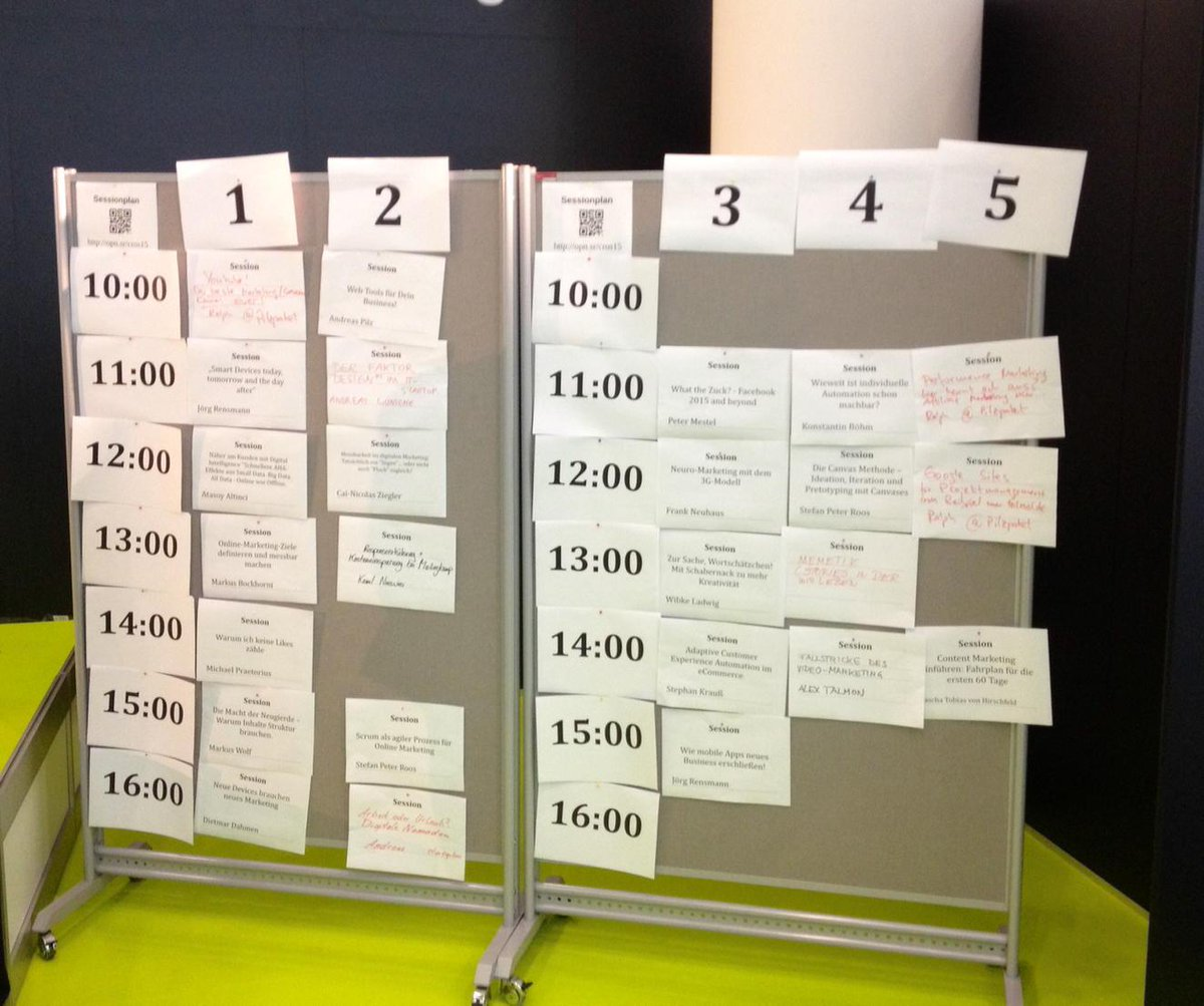 """Die Programm-Wand des """"Open Summit"""". #cros15 http://t.co/g3WzHRll9d"""