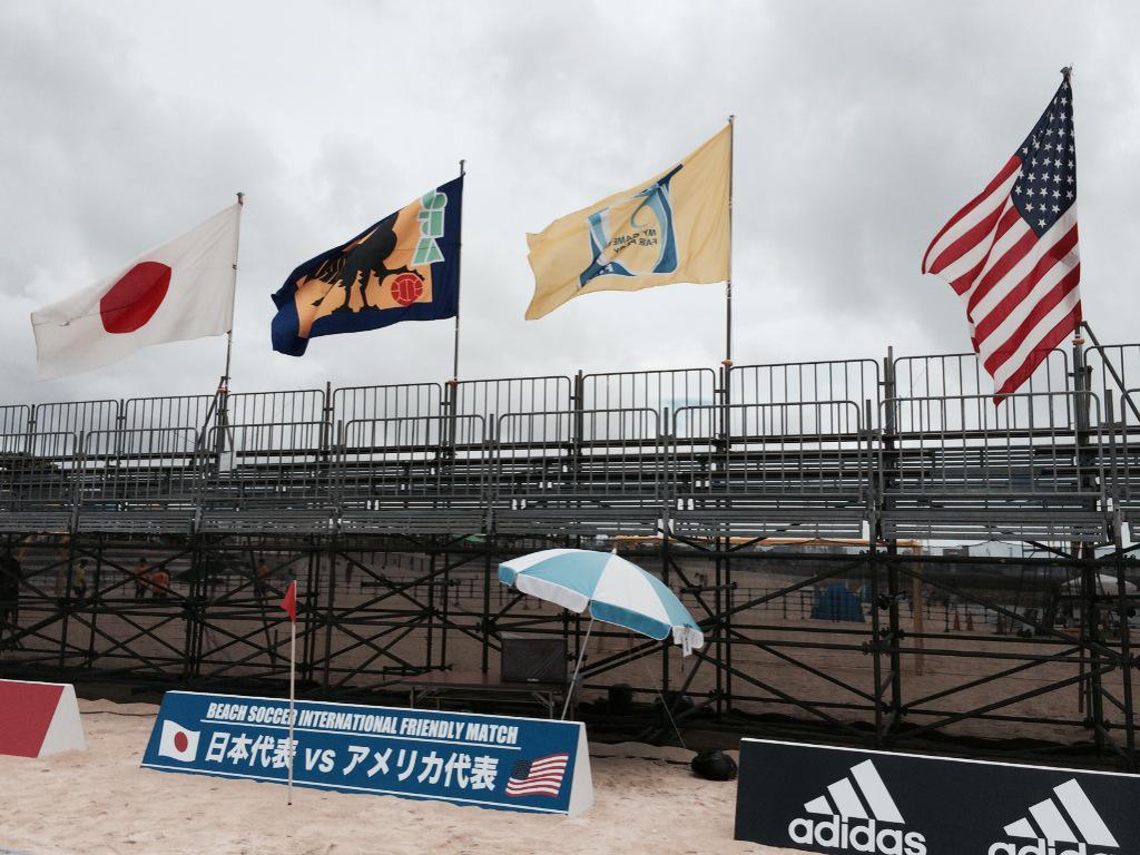 今日、深夜2時25分~ TBSにて放送 ビーチサッカー2015 「日本×アメリカ」 ※一部地域を除く  アクロバティックな プレーの数々を お見逃しなく! オーバーヘッドシュートは 圧巻です!!