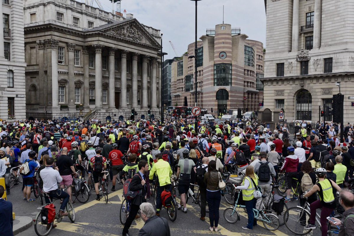 100's of cyclists turn out this morning with @london_cycling  for #bank #protest http://t.co/hoNqUTb5ns http://t.co/alMfWHP6ts