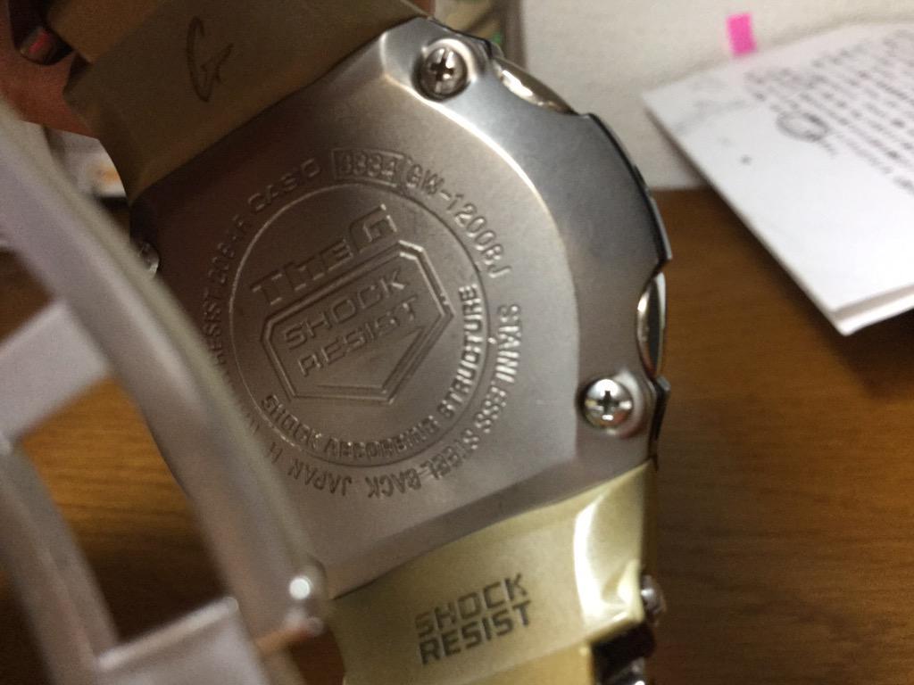 僕の古いGSHOCKの時計、操作がやたら難しいのだが、マニュアルを無くして、適当に操作していた。今日Gshock専門店に行ったら、なんとHPに時計裏面の4桁の番号を入れると操作マニュアルがゲットできた。Gshockいいんじゃない!? http://t.co/3GEZPInkLN