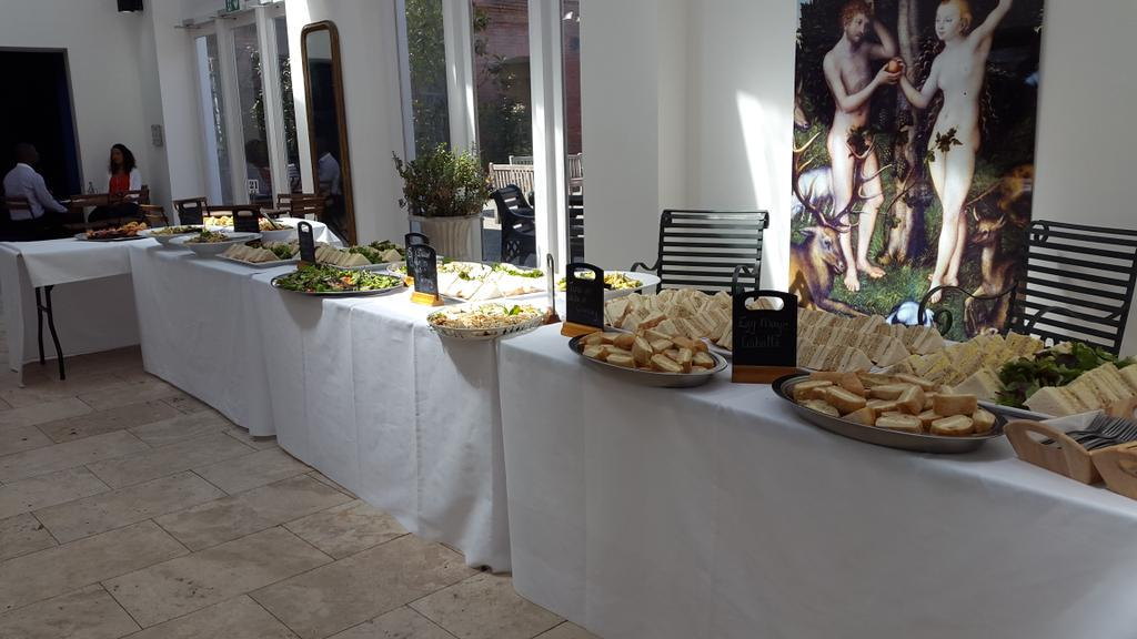 Enjoyable lunch @Fazeley_Studios today during the @digibrum #digiacademy organised by @Cida_Co http://t.co/9ydHXHew1s