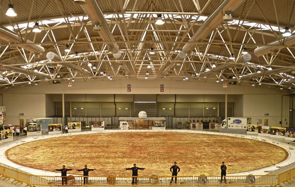 did you know on twitter the worlds biggest pizza measured 131 ft in diameter and tipped the scales at over 51000 pounds httptcojdlqk1uvio