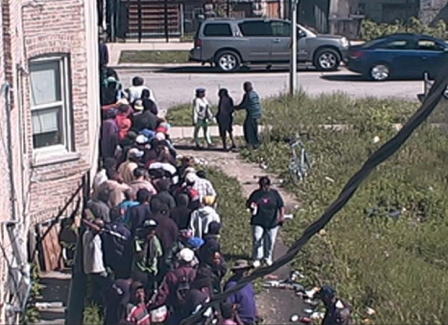 UNBELIEVABLE: #Chicago drug dealer had customers lined up around the corner, feds say http://t.co/hXBsMx2ciT