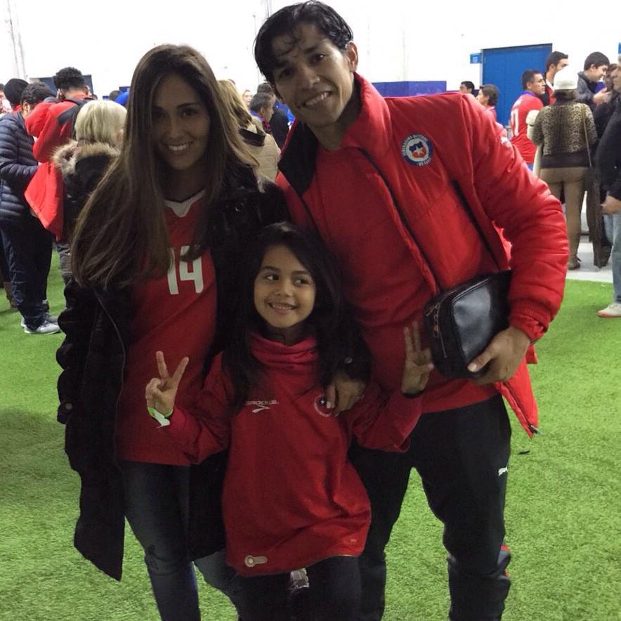 "Alejandra Santibáñez Twitterissä: ""Chile a Semifinal 😄😊😃👏👏👏  #CopaAmerica2015 http://t.co/XvUFgW82xp"""