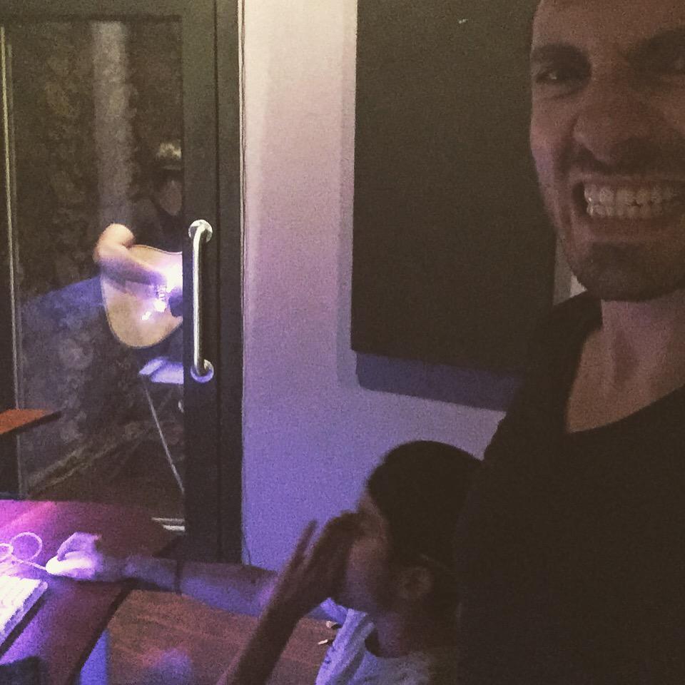 Yeaaaah @gustibue matando las guitarras!!!!! Con @kingswifft  #la #hollywood #hot #music #DannyRey http://t.co/psza6AwNVW