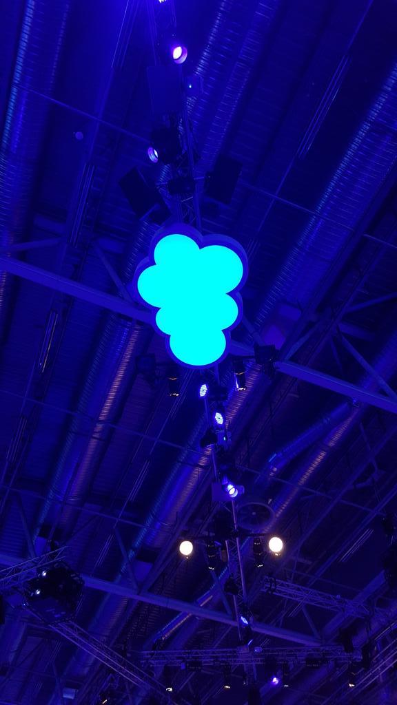 Dans les nuages jusqu'au plafond ! #SalesforceTour #Cloud http://t.co/7awTDU4j7o