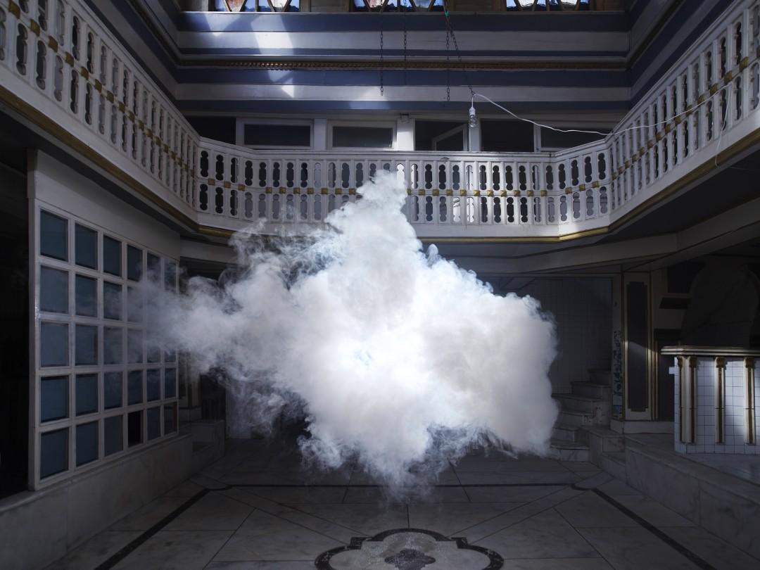 Vous avez la tête dans les #nuages? Découvrez les nuages intérieurs de l'#artiste @Berndnaut ! http://t.co/P3ARXv0tm2 http://t.co/HeJxRLNlWK