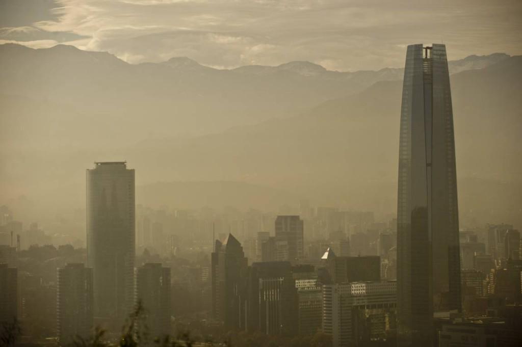 Santiago de Chile en emergencia ambiental debido a la contaminación - http://t.co/IVPLrHkMO4 http://t.co/nBfYMpNAvB