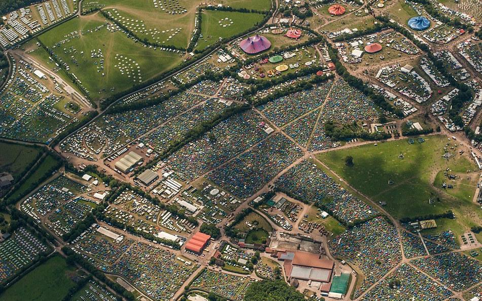 Glastonbury from above: This amazing aerial photo shows how a city the size of York has sprung up in just one day! http://t.co/udla04Q1Mf