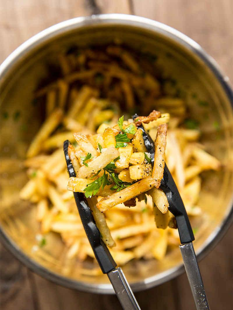 The secret to making the @SFGiants' garlic fries, according to the #SFGiants: http://t.co/JATbQnYMNA http://t.co/HmND0MJNCe