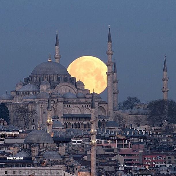 Full moon in Istanbul, Turkey | Photo by Ahmet Kizilhan http://t.co/cK2D3dELdJ (via @EarthPix)