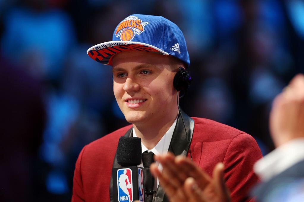 """Apsveicu un Liels Prieks!!! :) Good Luck! @kporzee: my dream came true!!! @nyknicks """""""