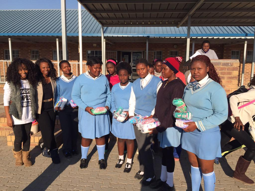 #hugSA did their thing this morning at Diepsloot Secondary School, S/0 to @Innocentia_T @AzaDiamond @Tee_Hartley http://t.co/l6QQZE6zZH