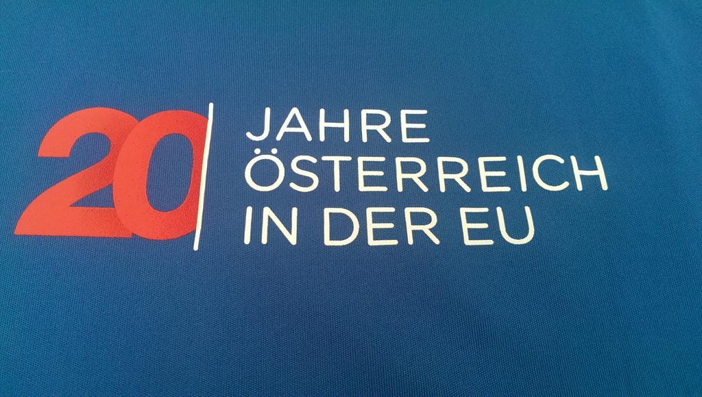 danke @MFA_Austria... t-shirt war heute in der post... foto #oe20eu folgt... #eu #europa http://t.co/Fb25KuV2v0