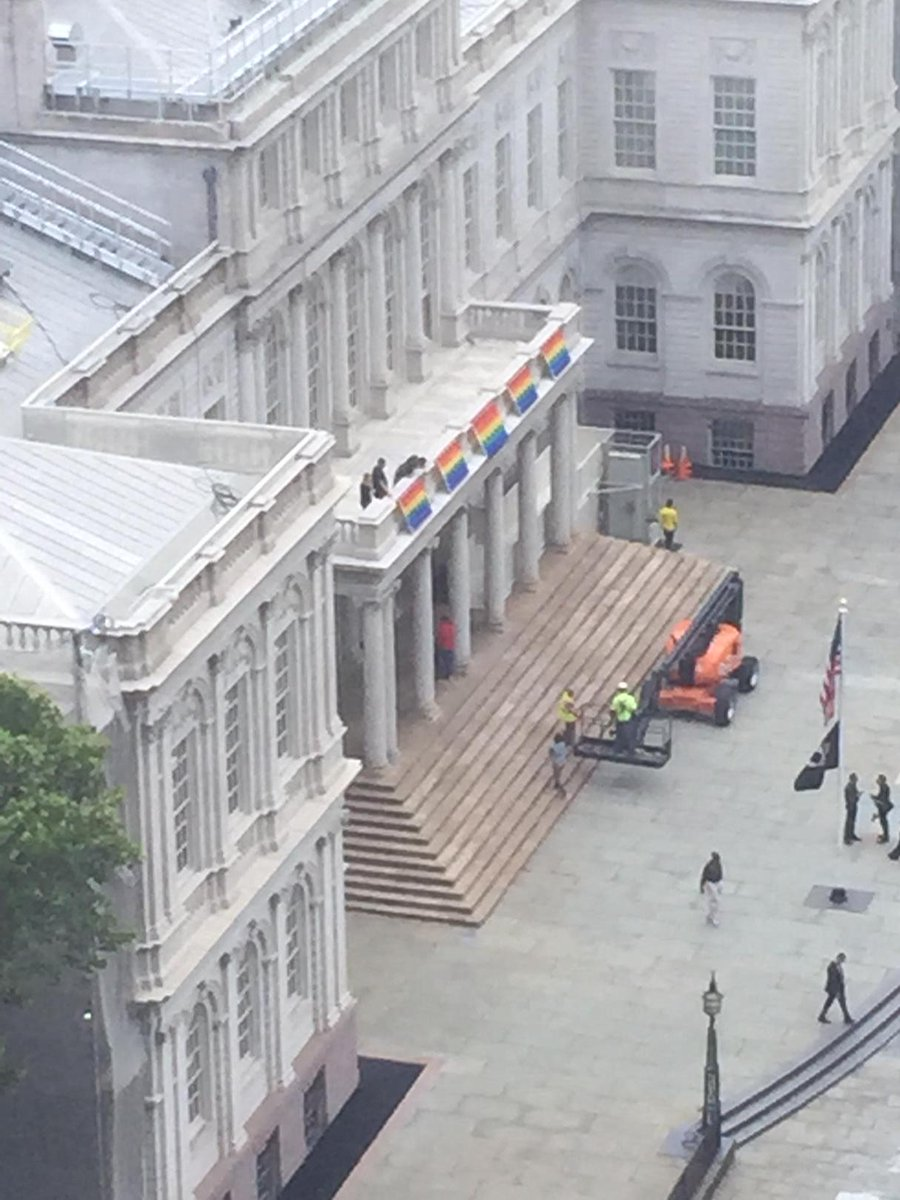 Five flags now hang from New York City Hall in celebration of today's historic ruling. #lovewins http://t.co/6nsmmCwZIi