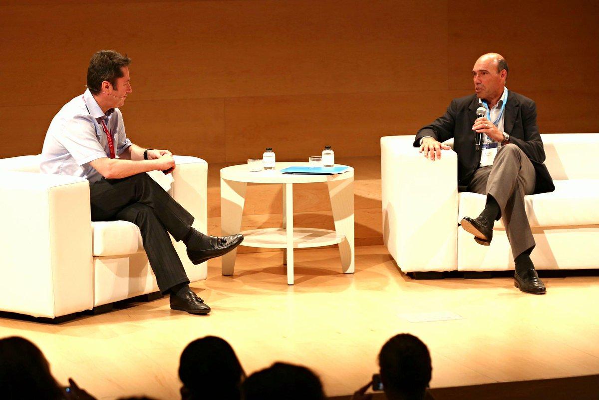 Juan Ignacio Cirac y Antoni Esteve, presidente de la @FPdGi, compartiendo opiniones en #IMPULSA2015. http://t.co/x8pEIxOS22
