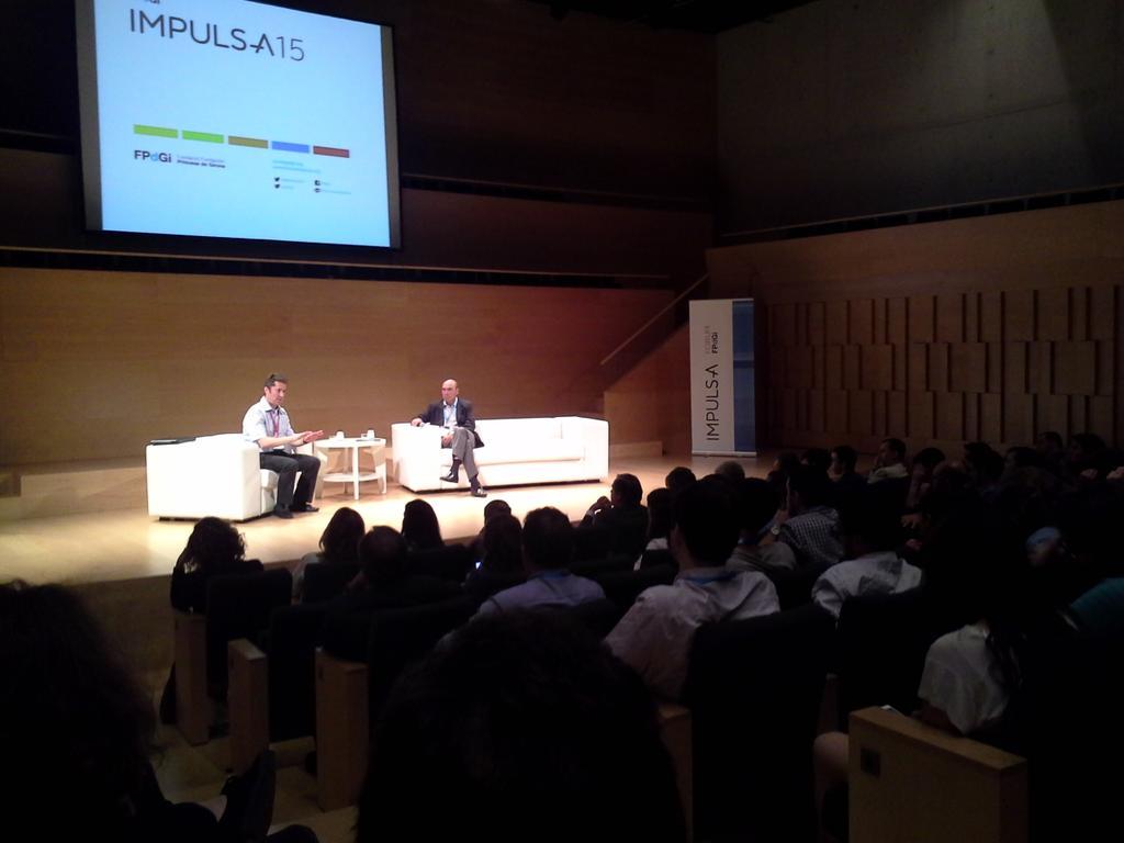 ¡Fin de la charla, y turno de preguntas! Juan Ignacio Cirac sigue dando guerra #IMPULSA2015 @FPdGi @CSICdivulga @CSIC http://t.co/hciijRstoQ