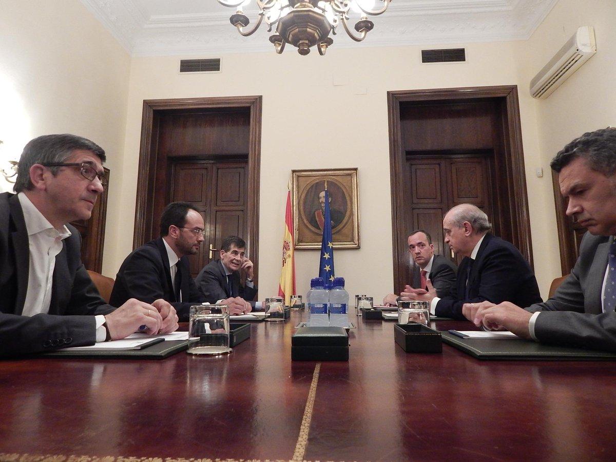 Espa a en el nivel alto de alerta antiterrorista la for Ministro del interior espanol