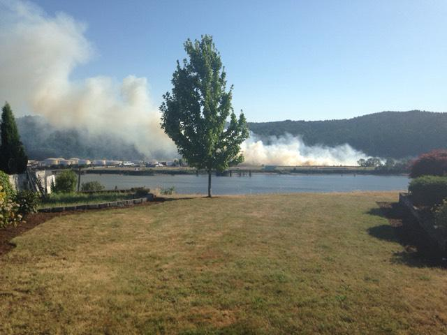 Wildfire NW Industrial district near highway 30. Wind fanning flames. Pushing smoke towards downtown http://t.co/ahZ4GPxIse