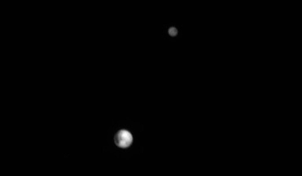 Pluto and Charon on June 25 @ 22.9 million km HOLY CRAP U GUYS @NewHorizons2015 http://t.co/NVhq2C0Rx2