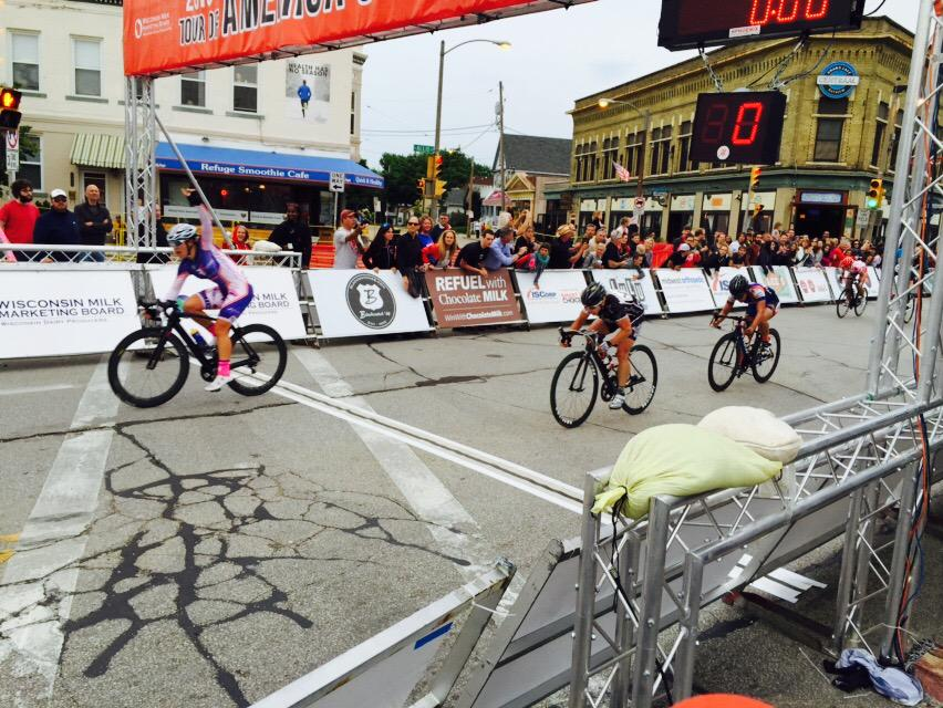 Sprinting on the inside for the ToAD @cafecentraalmke Bay View win @fearlessPEC_V13 Lauretta Hanson #2015TOADBayView http://t.co/kKQrtC89qi