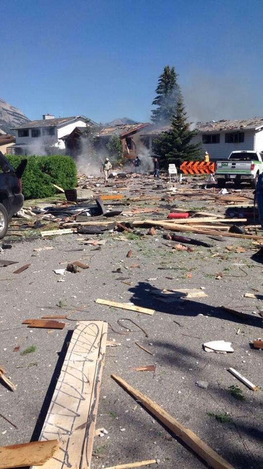 Explosion in #canmore. http://t.co/oQEOs3E0zv