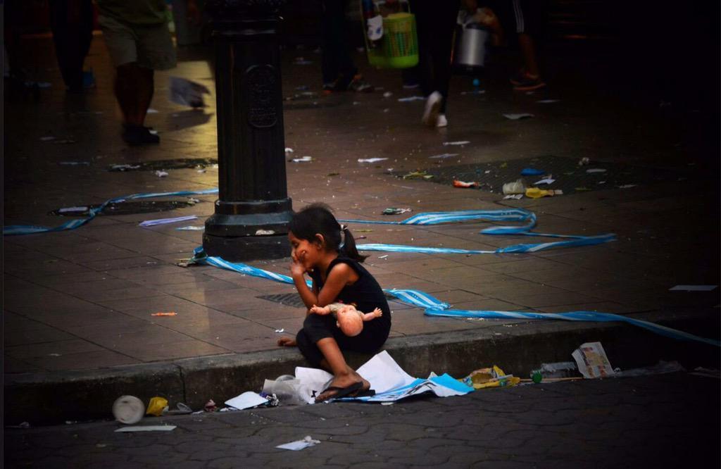 Después de la marcha d @jaimenebotsaadi para defender su 2%, esta pequeña sin decir nada, desmorona su discurso vacío http://t.co/ORLaTnruaY