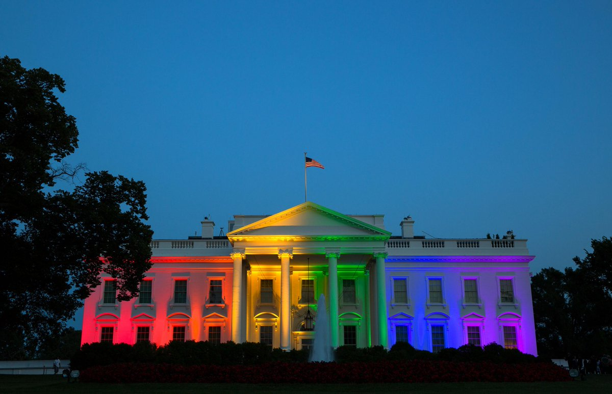 "Now *that's* a 'relentlessly gay"" yard. ""@WhiteHouse: America should be very proud. #LoveWins http://t.co/cDsFNWFVbS"""