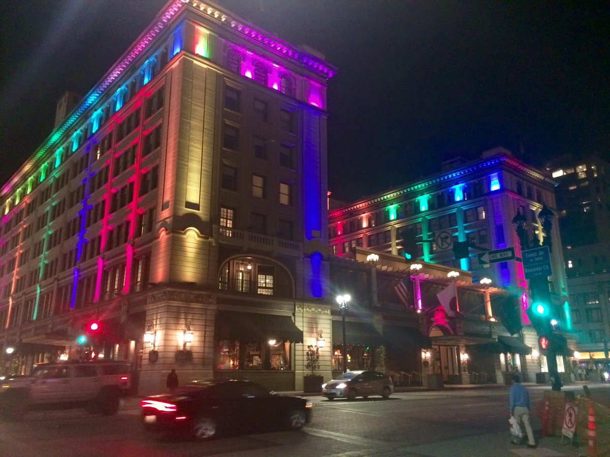 The @USGrantHotel in San Diego, lit up after historic Supreme Court ruling #samesexmarriage #SCOTUS #sandiego #NBC7 http://t.co/JDKtZ3NCLz