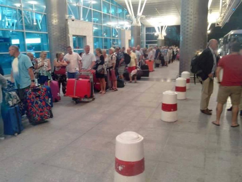 Exode des touristes.. #Tunisie http://t.co/B9xeKiQuas