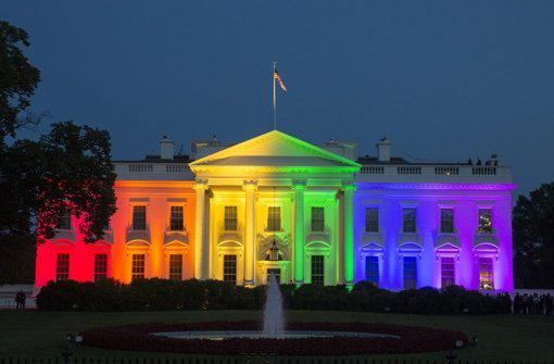 Beeindruckend: Das @WhiteHouse in Regenbogenfarben. http://t.co/i375FE5mzz #LoveWins #Homoehe (Foto: dpa)
