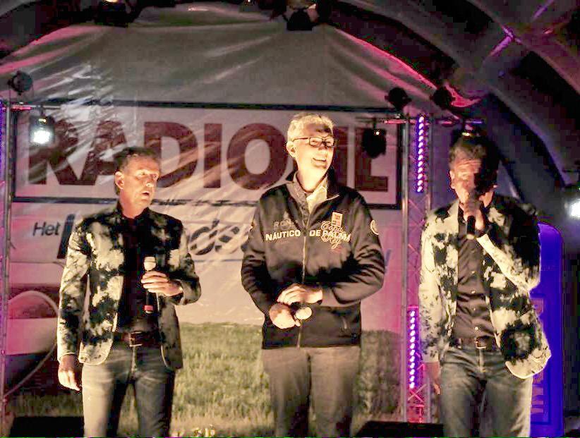 16-000-zanger-zingen-voor-burgermeester-marco-out