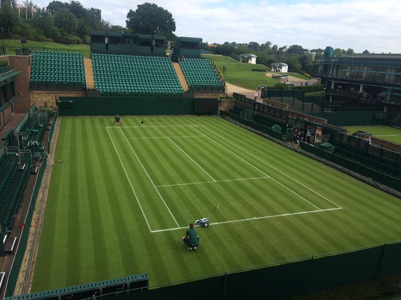 Die letzten Linien werden gezogen - In 2 Tage geht es in #Wimbledon los. Bei uns seid ihr live dabei. #srftennis